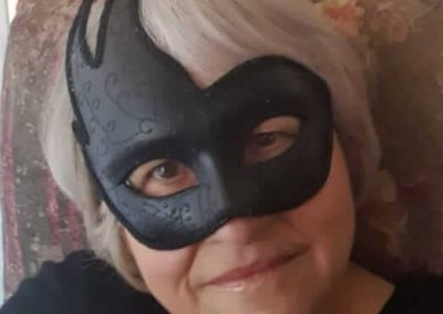maschera di carnevale: nonna in maschera